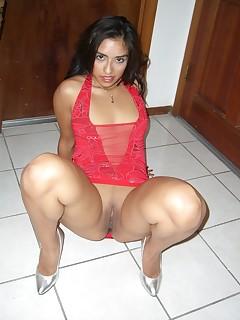 Latina Upskirt Porn Pics