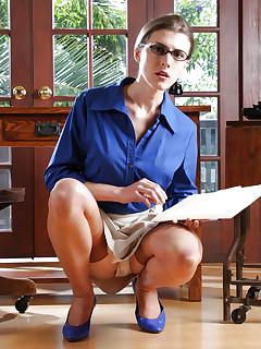 Stockings Upskirt Porn Pics